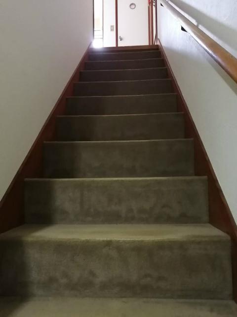階段絨毯張替え工事のご依頼